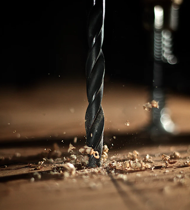 broca agujereando madera