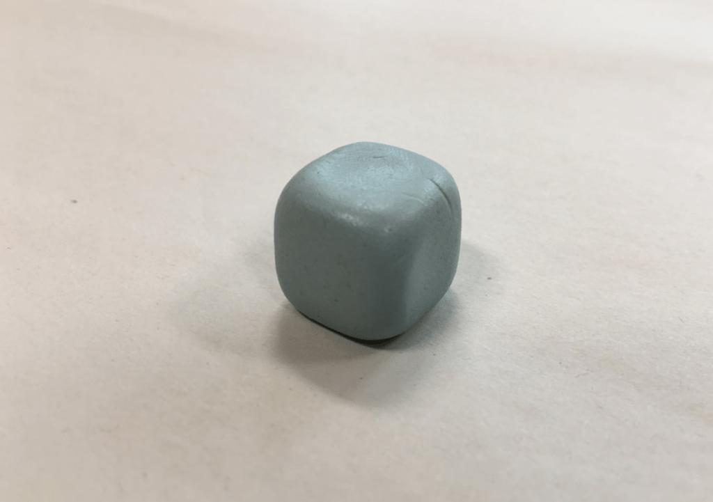 típica bola de blu tack